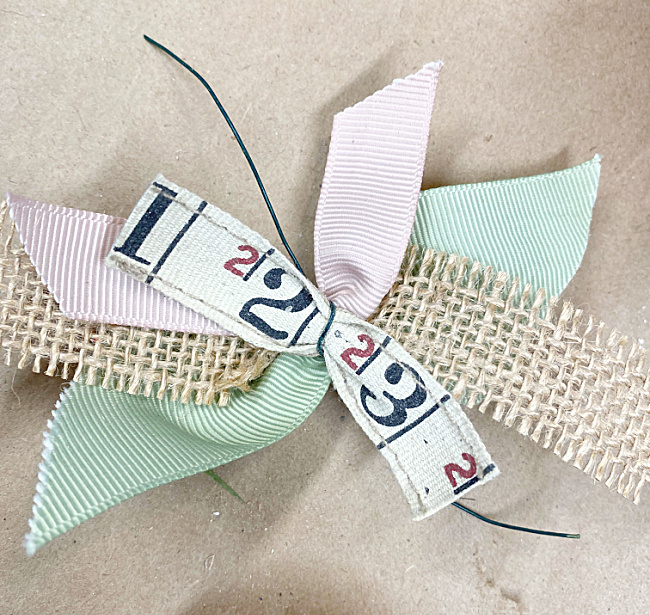 ribbon bow with tape measure ribbon