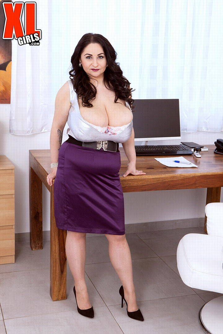 Huge Bountiful Breasts, Sumptuous Soft Curves: Incredible