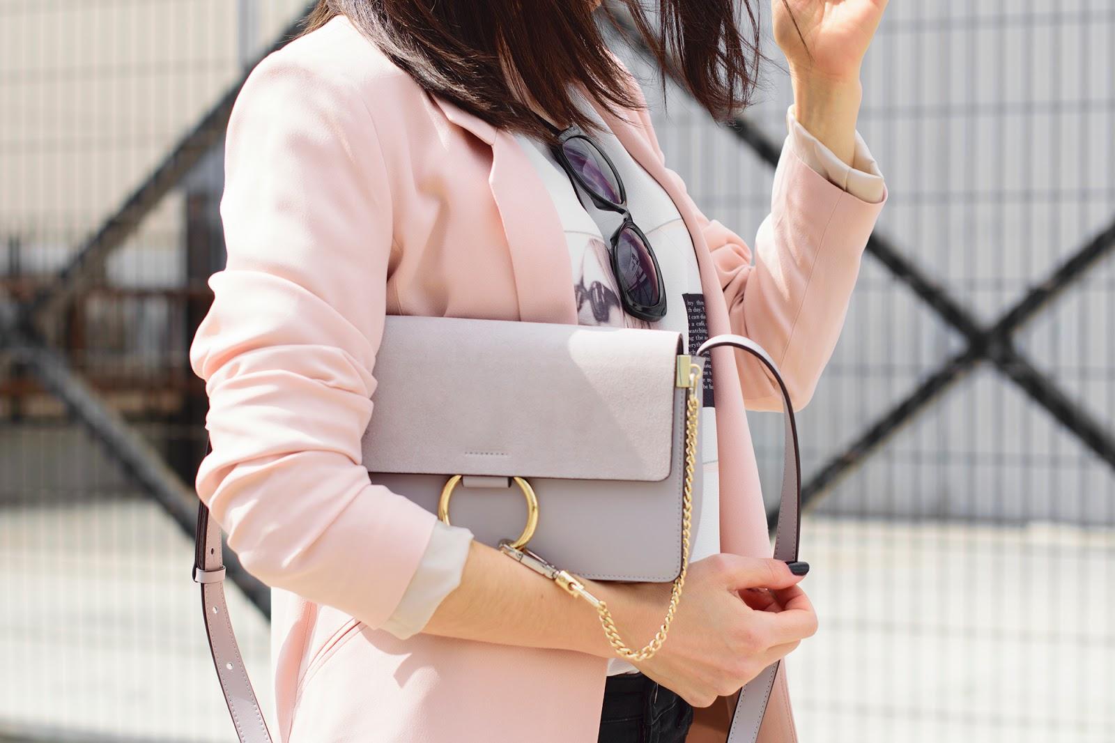 Look de ponteunostacones con blazer rosa de Zara y botines animalprint