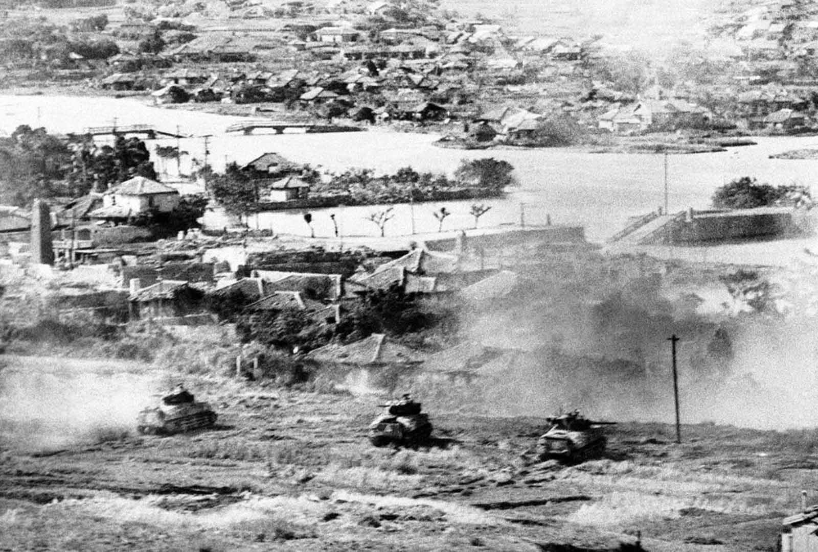 Tanks of the Sixth Marine Division probe the outskirts of Naha, capital city of Okinawa, Japan, on May 27, 1945.