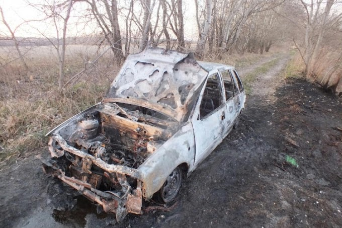 Kigyulladt az autója, majd hátra se nézve otthagyta a földúton a tököli fiatal
