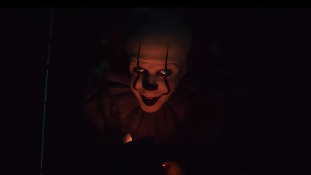 a scary clown temps children