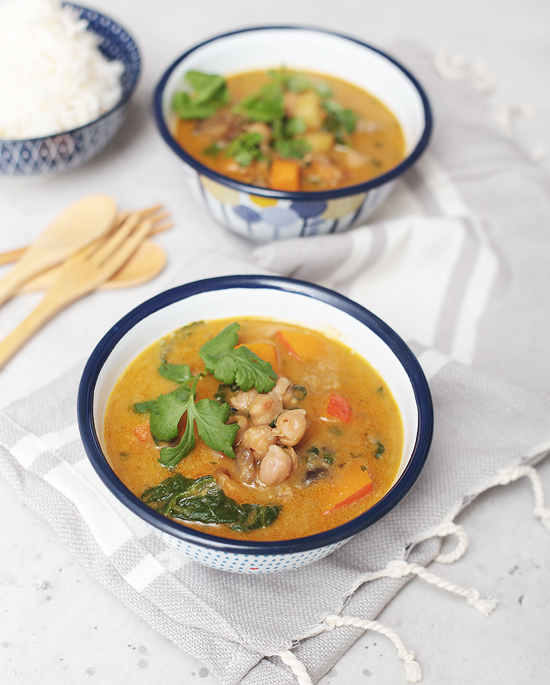 gemüse, curry, kokosmilch, kürbis, kichererbsen, aubergine, karotten, spinat, rezept,