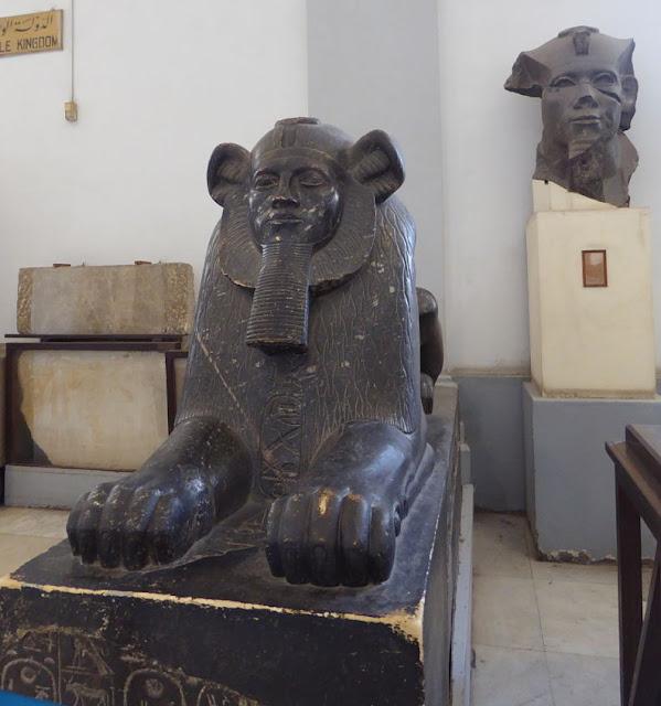 statua nel museo egizio il cairo