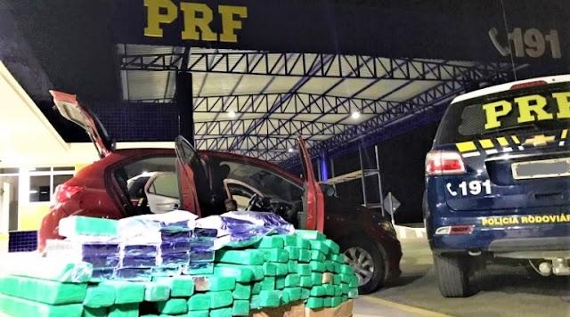 Após tentativa de fuga, PRF apreende carro recheado de drogas em Vitória da Conquista