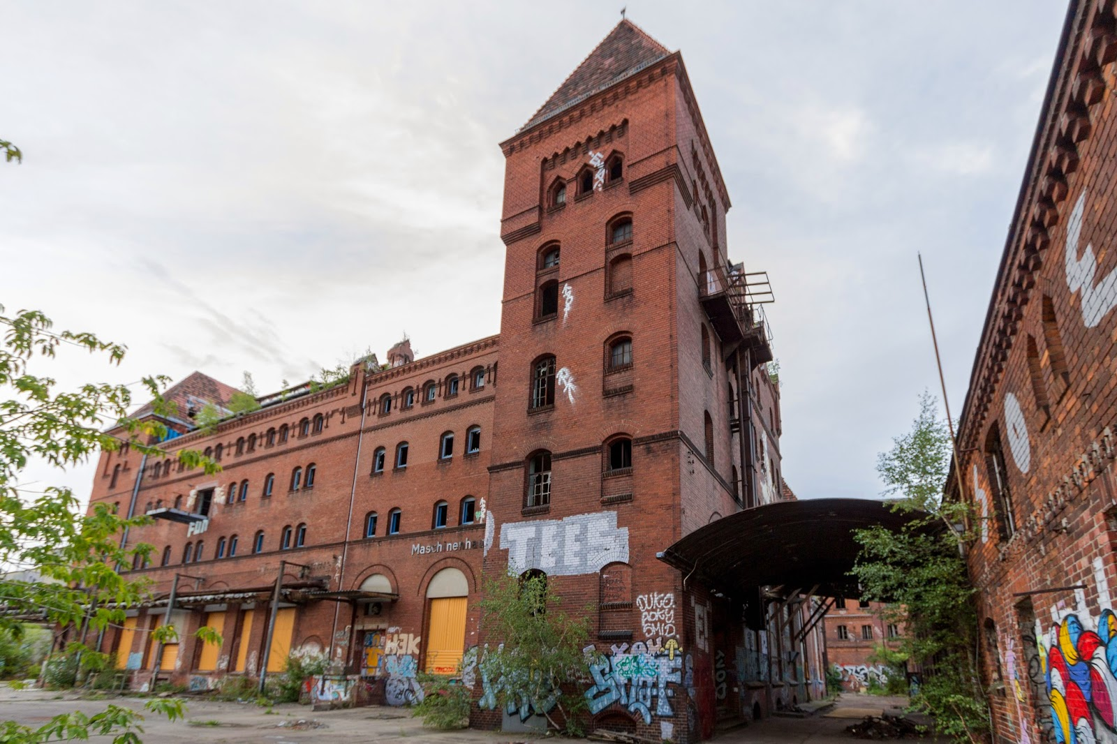 b renquell brauerei brewery abandoned by bears abandoned berlin. Black Bedroom Furniture Sets. Home Design Ideas