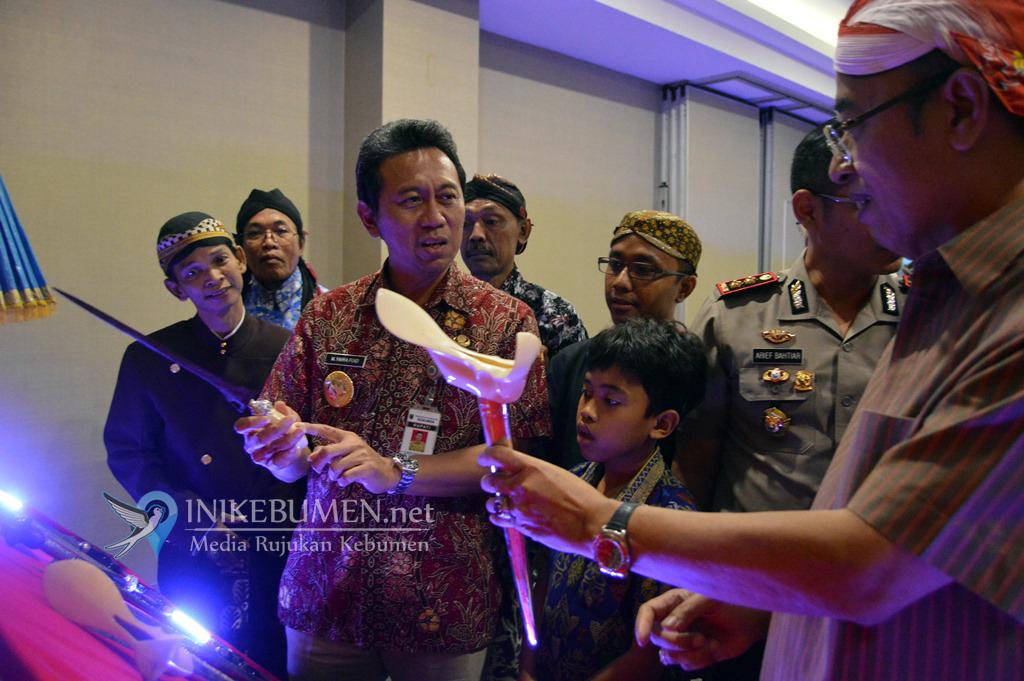 Ratusan Bilah Pusaka Nusantara Dipamerkan pada Pameran Tosan Aji