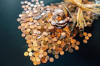 Bien souvent, les banques en lignes exigent un revenu minimum ou une épargne minimale