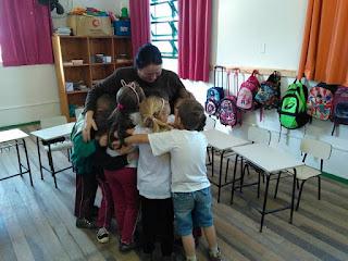 O abraço Romero Britto Educação infantil