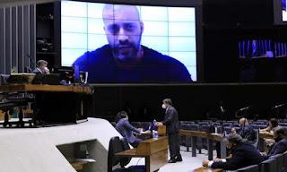 Por 364 a 130, deputados federais decidem manter prisão de Daniel Silveira