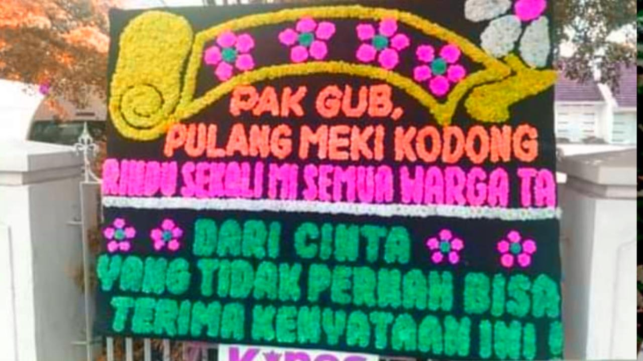 Karangan Bunga Untuk NA, Pak Gub, Pulang Meki Kodong Rindu Sekalimi semua Wargata