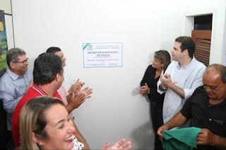 http://vnoticia.com.br/noticia/4173-inaugurada-a-secretaria-municipal-de-pesca-em-sao-francisco-de-itabapoana