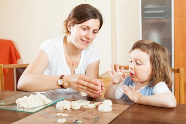 تميزي بصنع صلصال صحي لطفلك في المنزل