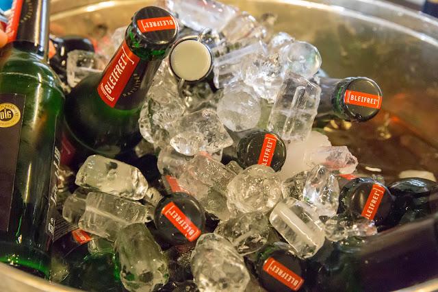 Trucos para enfriar latas o botellas en minutos.
