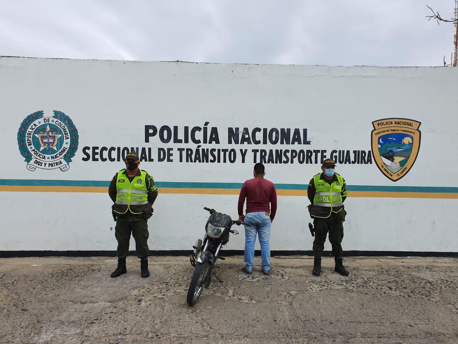 https://www.notasrosas.com/Setra incauta combustible, cigarrillos e inmoviliza vehículos en vías de La Guajira