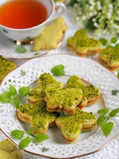 kruche ciastka z pistacjami, ciastka przekladane, krem pistacjowy, moje wypieki, zielone motyle, slodkie motylki, smaczna pyza, najsmaczniejsze, swieta