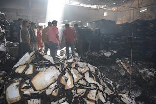 कपड़ा फैक्ट्री में लगी आग, मशीनें और करोड़ो का कपड़ा जल कर हुआ ख़ाक