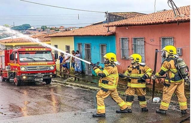 Homem surta e põe fogo na própria casa em Aracaju