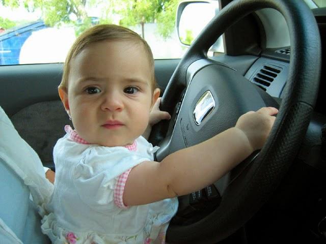 Gambar bayi lucu menyetir mobil online