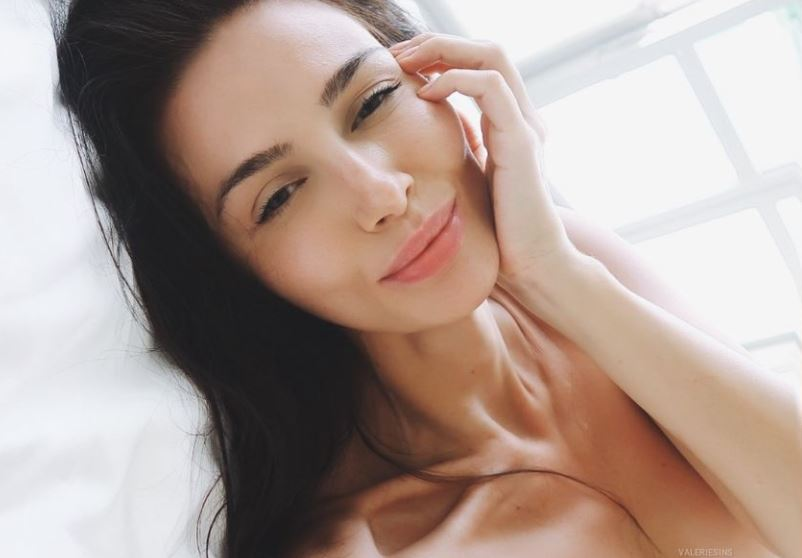https://www.glamourcams.live/chat/ValerieSins