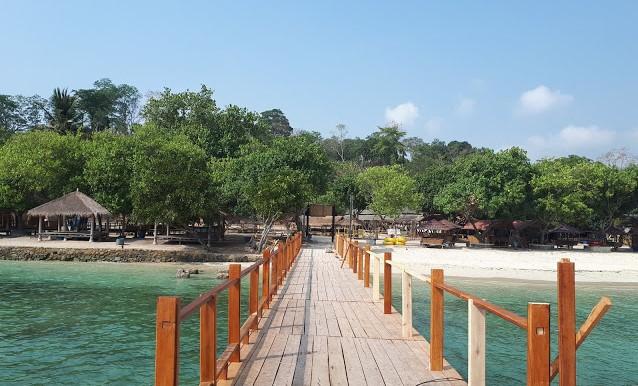 Objek Wisata Pantai Mutun di Lampung Terbagus 2020