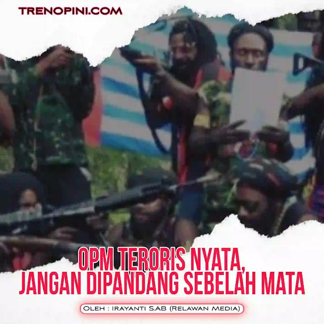 Istilah kelompok kriminal bersenjata (KKB) memang kerap disematkan aparat kepolisian dan pemerintah untuk menyebut pelaku penyerangan di Papua. Tapi, label ini terlihat pilih kasih/berat sebelah. Mengingat, pihak aparat sering melabeli teroris pada kelompok Islam saja. Bahkan baru terduga teroris sudah ditembak mati. Padahal kelompok OPM ini nyata secara terang-terangan melakukan separatisme atau tindakan teroris. Mereka juga tak segan melakukan pembunuhan, penyanderaan dan menimbulkan was-was bagi warga sekitar. Masak, tidak disebut teroris?