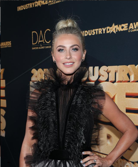 Julianne Hough wiki, Age, Wiki, Net Worth, Engaged, Affairs,Boyfriend and Facts /Showbiz house