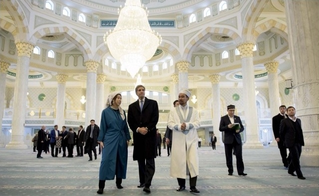John Kerry in Kazakhstan Mosque