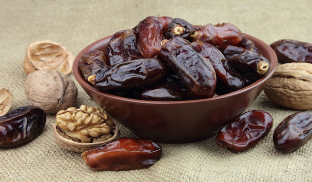 الافطار على التمر في رمضان .. وفوائد صحية مهمة لا تحرم جسمك منها