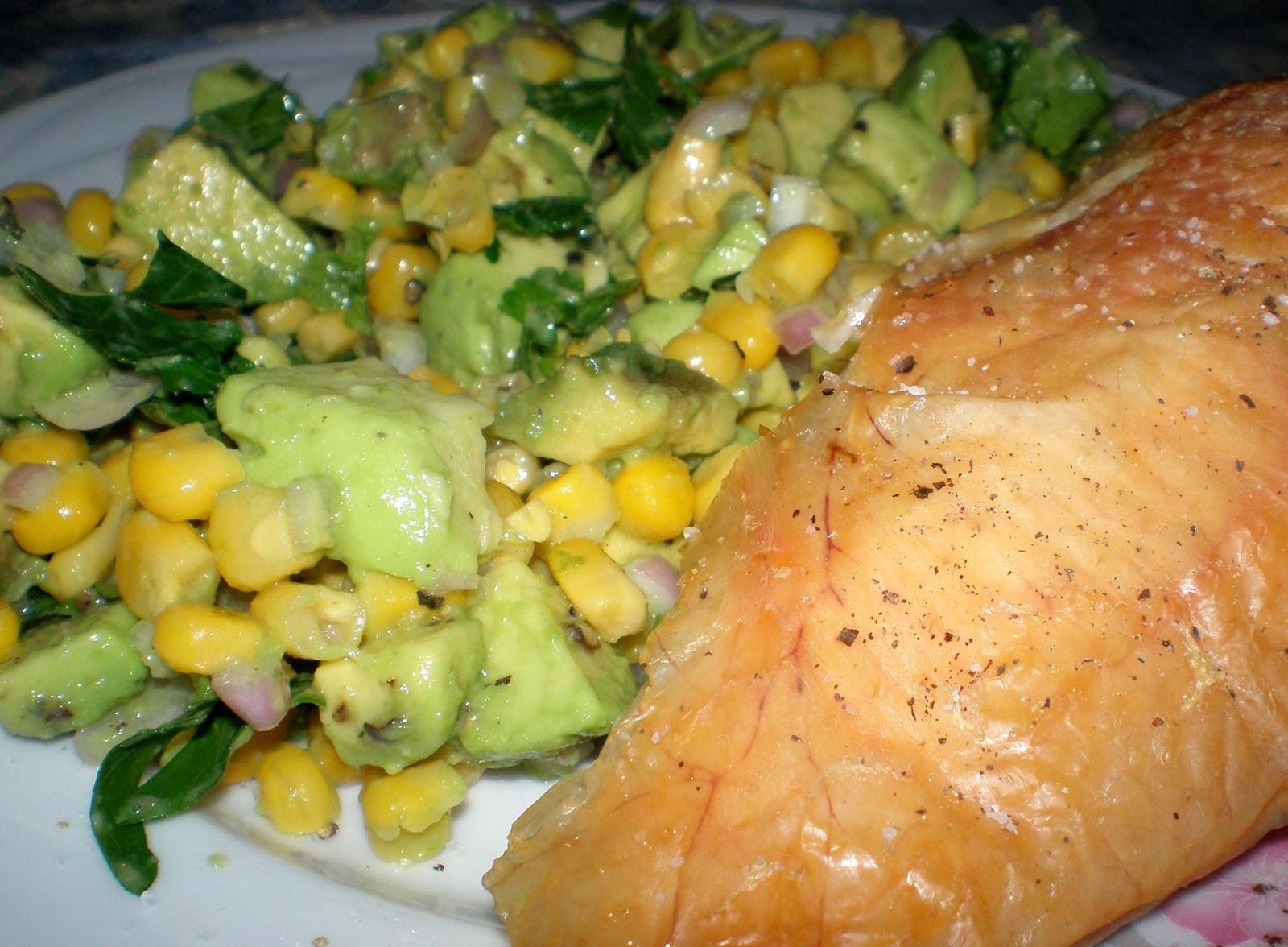 Pui la cuptor și salată de avocado