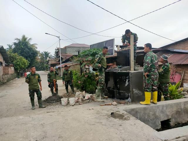 Personel Satgas Bangun Tugu TMMD Ke-112 Kodim 0207/Simalungun