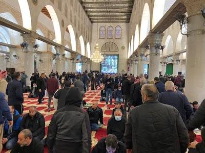 """الآلاف يؤدون صلاة الجمعة فى المسجد """"الأقصى"""" المبارك"""