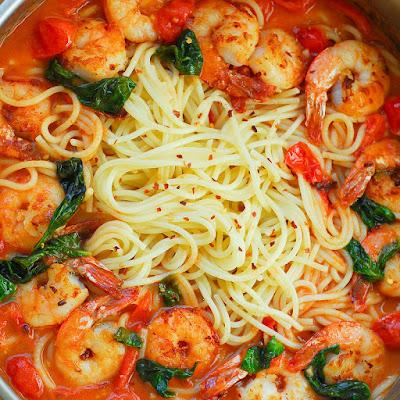Shrimp Pasta inwards Garlic Basil Tomato Sauce Shrimp Pasta inwards Garlic Basil Tomato Sauce