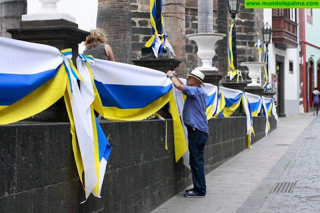La plaza de España de Santa Cruz de La Palma se engalana para celebrar el Día de Canarias