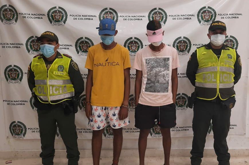 https://www.notasrosas.com/En el Barrio 'Cooperativo', de Riohacha, capturan dos hombres por hurto