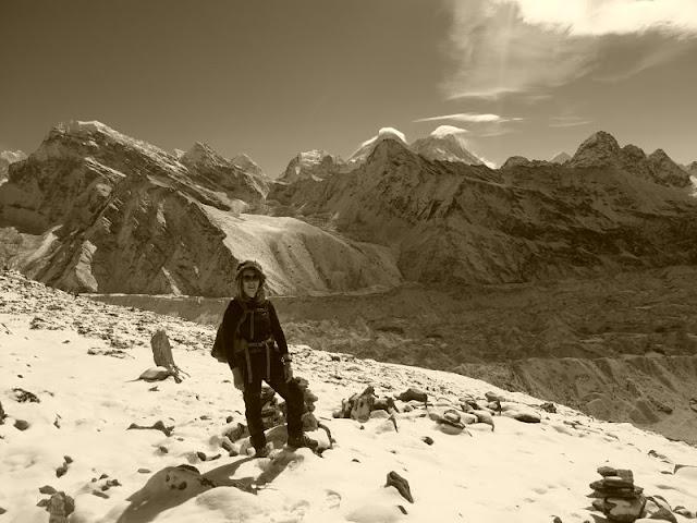 In Nepal con abbigliamento tecnico da trekking