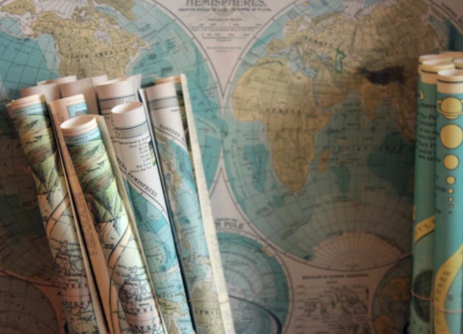 Recycle and upcycle old maps into cute crafts, unique decor and accessories
