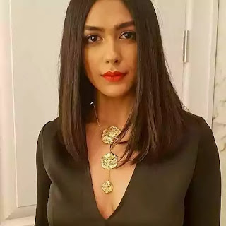 Mrunal Thakur Was Born on date 1 August 1992 in nagpur Maharashtra India, She Was height Is 1.65M and Weight Is 55Kg pounds, Mrunal Thakur was Not Married She Was Unmarried, Mrunal Thakur Body Measurement Is 34-26-36, She Was Eye Color Is Dark Brown And Hair Color is Brown Black.