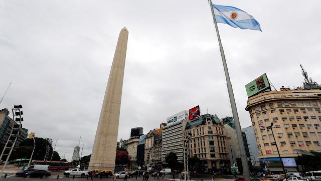 Gobierno argentino otorga aumentos a jubilados y beneficiarios de planes sociales como medida ante el coronavirus