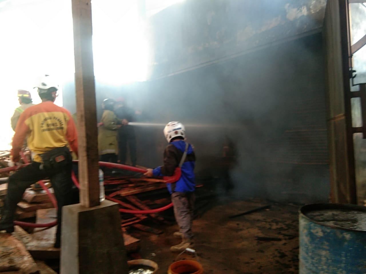 Pabrik Kayu di Cantayan Sukabumi Terbakar, Kerugian Ditaksir Rp250 Juta