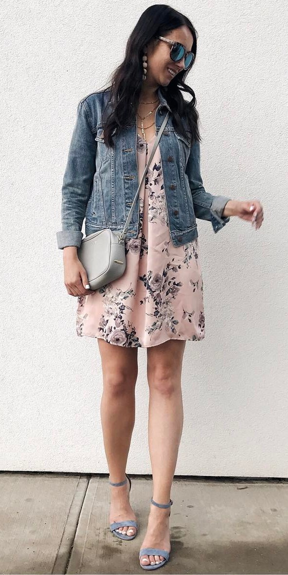 perfet casual style outfit idea: jacket + floral dress + bag