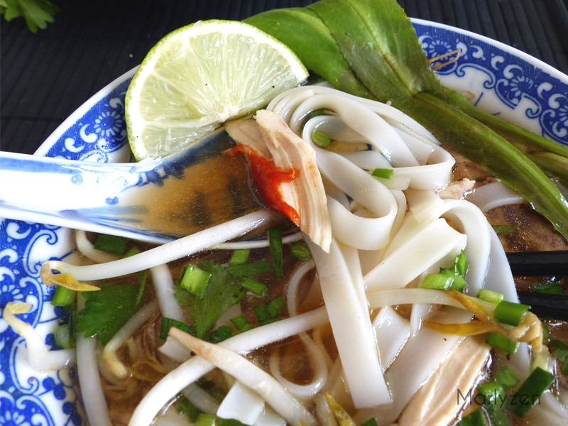 Soupe de nouilles de riz au poulet (Phở gà)