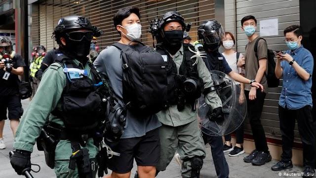 A hongkongi rendőrség feloszlatta a himnusztörvény miatti megmozdulást