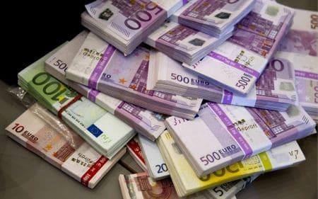 عوامل الطلب علي النقود