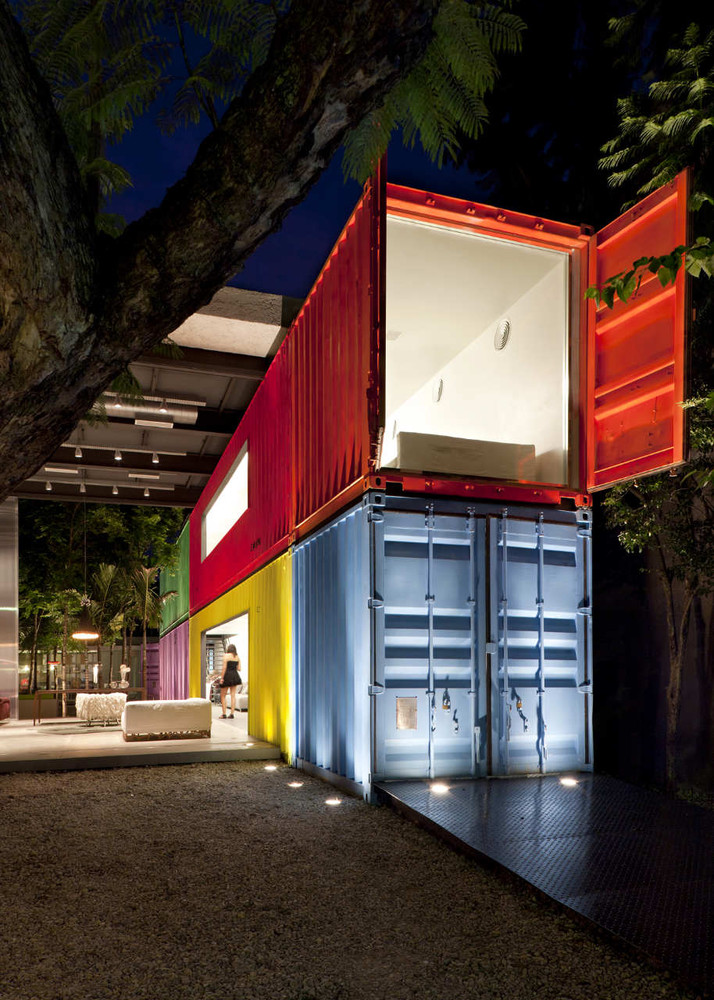 Decameron - Low Budget Colorful Shipping Container Store, Brazil 13