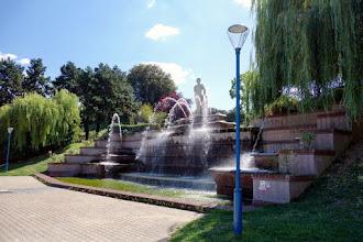 Paris : Fontaine monumentale du parc de la Butte du Chapeau Rouge et statue d'Eve par Raymond Couvègnes - XIXème