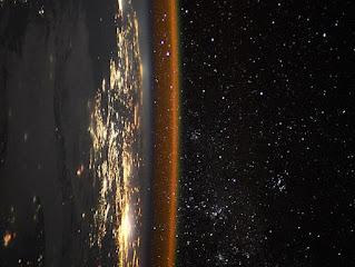 Những bức ảnh ngoạn mục về rìa Trái đất được chụp từ không gian