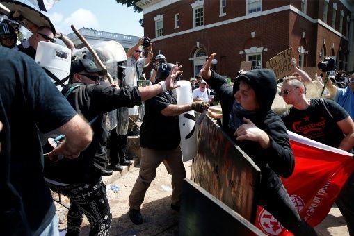 """""""Trump es culpable de la violencia en Virginia"""""""