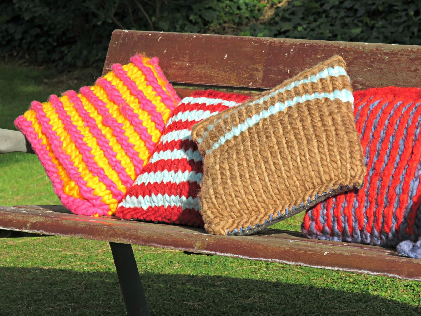 just saying ...: Super-chunky-knit cushions ...