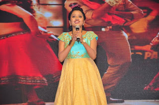 Anchor Suma Stills in Long Dress at Sardaar Gabbar Singh Audio Launch  0015